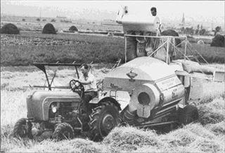 Porsche Traktor A 133 mit Claas-Mähdrescher