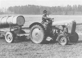 Porsche-Traktor AP 16 im Einsatz mit runden Kotflügeln