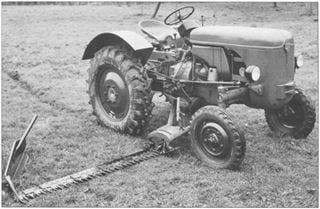 Porsche-Traktor AP 17 mit Mähwerk