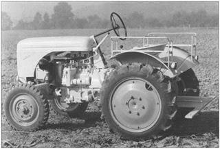 Porsche-Traktor AP 17 Seitenansicht im Einsatz