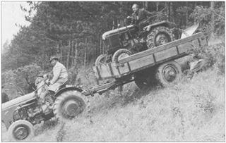 Porsche-Traktor AP 17 mit Triebachsanhänger im Einsatz