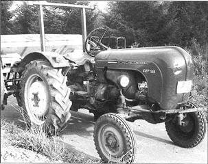Porsche Traktor AP 18 Seitenansicht mit Anhänger
