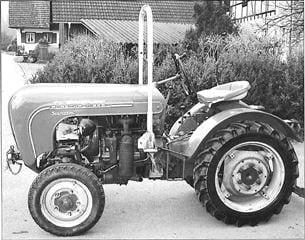 Porsche Traktor Standard S Seitenansicht